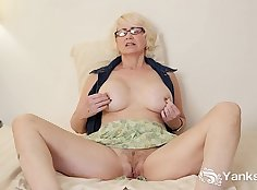 Big booty mature masterbation and pussy play