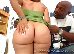 Black shemale cant stay in her ass while fucked