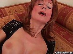 BD redhead Di Chiaterra Dildo Bang Tits