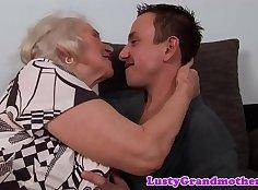 Busty granny gets jizzed